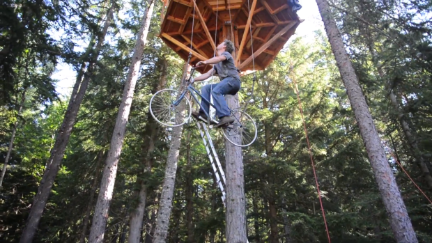 bike-powered-treehouse-elevator
